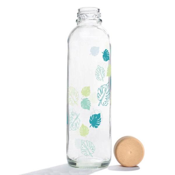 Carry Bottle Monstera Trinkflasche aus Glas mit Holzdeckel. Bei das ökolädchen online kaufen