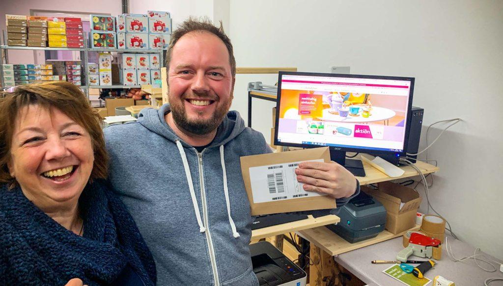 Heike Rose und Marius Herzig beim Livegang der Onlineshops des Ökolädchens aus Osnabrück