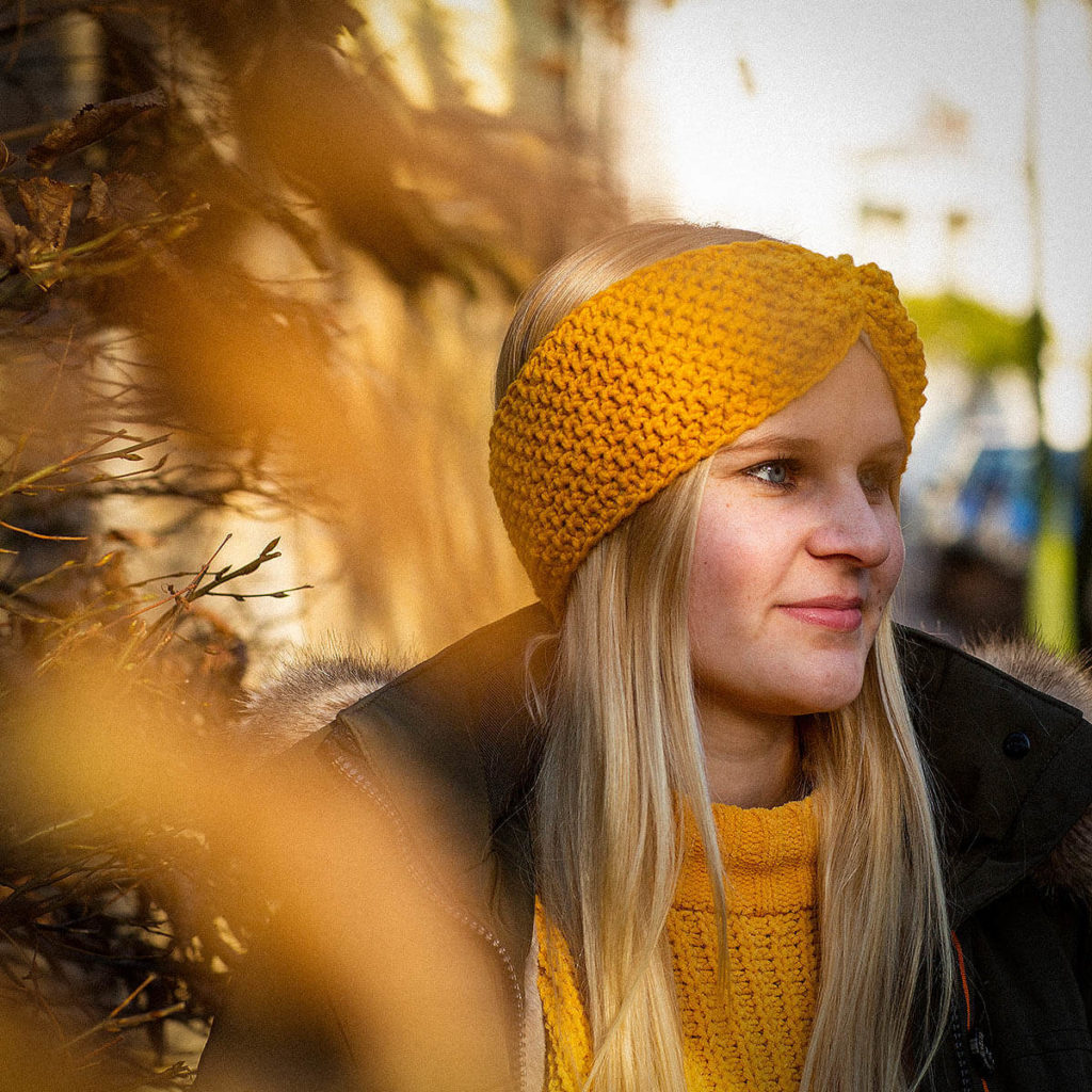 Stirnband aus Schafswolle, aus Biobaumwolle getragen von Lauxtigirl