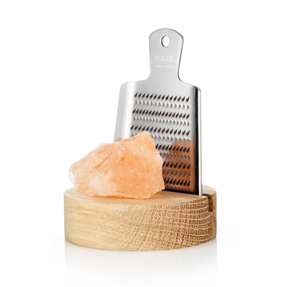 Edelstahlreibe, Salzreibe aus Edelstahl mit Salzbrocken von Rivsalt