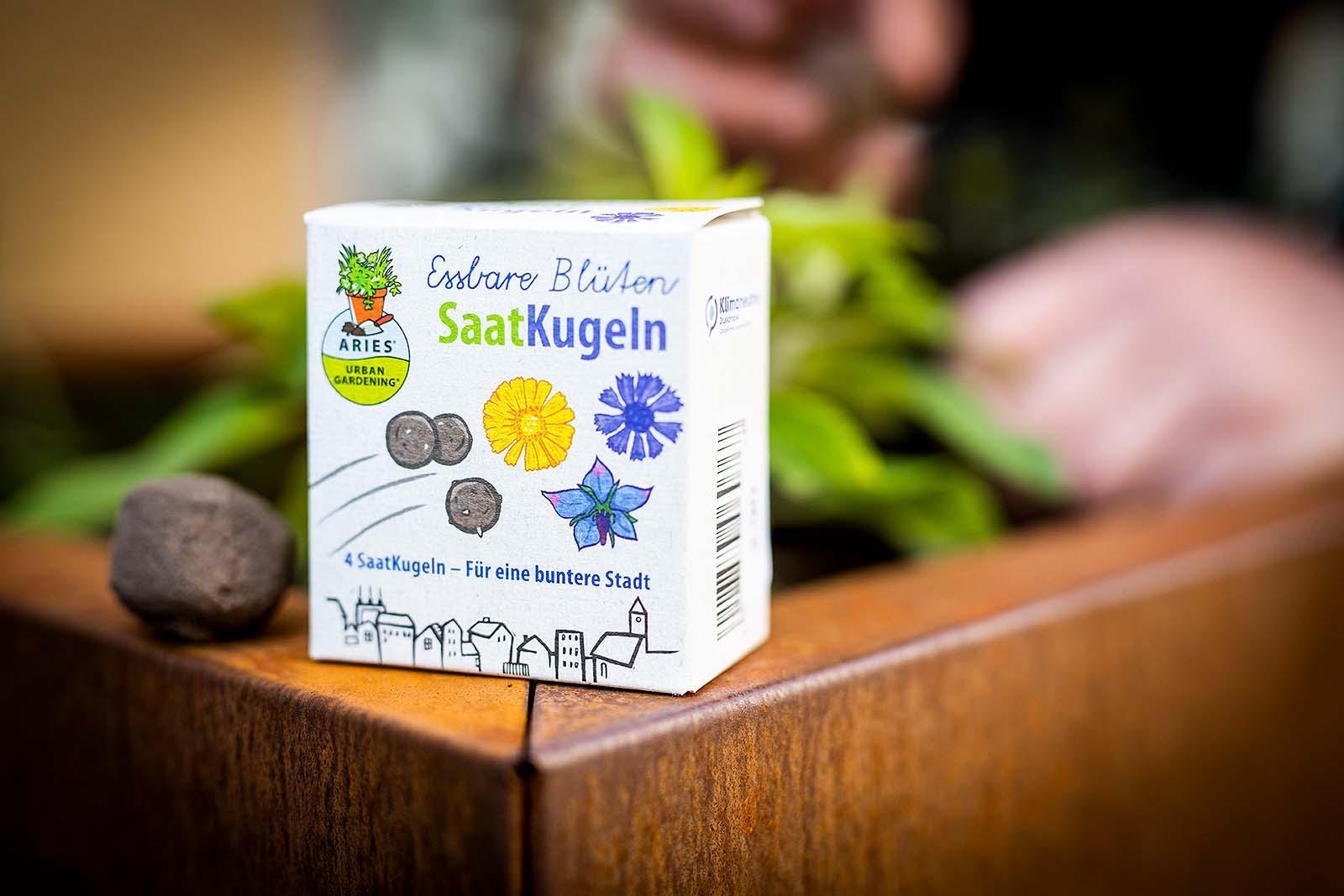 Saat-Bombe – mach deine Stadt grüner. Im ökolädchen in Osnabrück gibt es Saatkugeln mit essbaren Blüten.