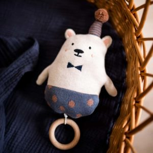 Strickspieluhr Eisbär mit Hütchen
