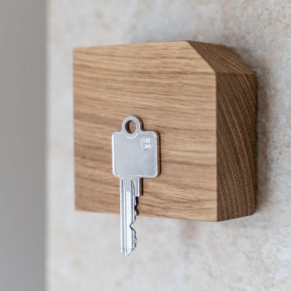 Schöner Schlüsselmagnet aus Eiche passt zu jeden Wohnstil