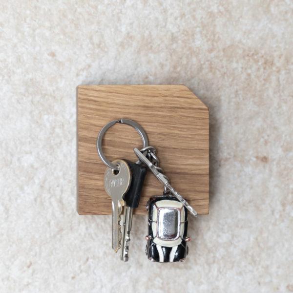 Magnetischer Schlüsselhalter hold my key aus Eiche 2