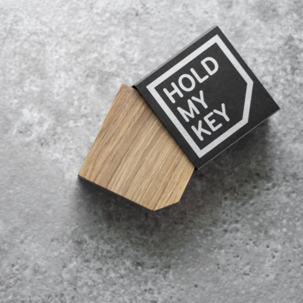 Magnetischer Schlüsselhalter hold my key aus Eiche 3