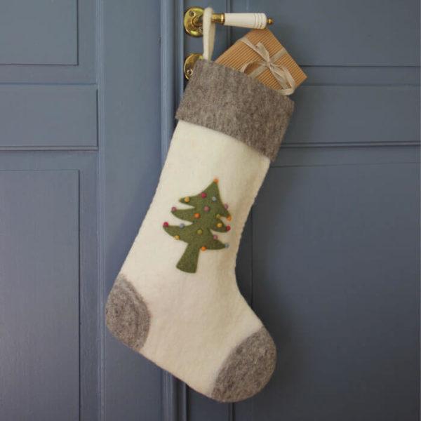 Nikolausstiefel aus Filz mit Tannenbaum-Design von der Firma Én Gry & Sif