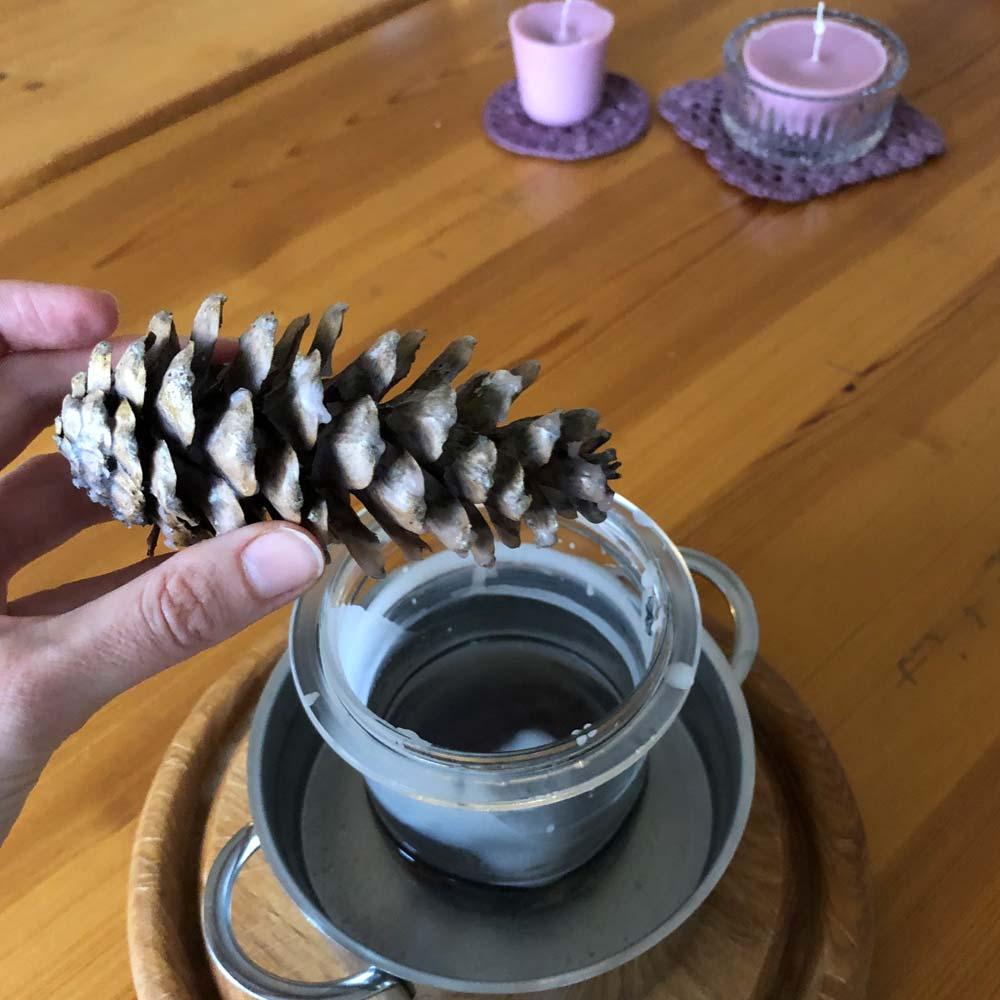 Kerzen selbst ziehen und gießen – Wir recyceln Kerzenreste und stellen natürliche Anzünder her 8