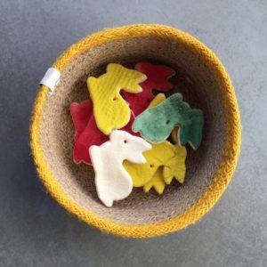 Körbchen aus Jute von Respiin mit Hasen aus Salzteig