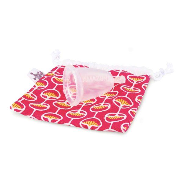 Menstruationstasse mit Baumwollsäckchen von Lamazuna