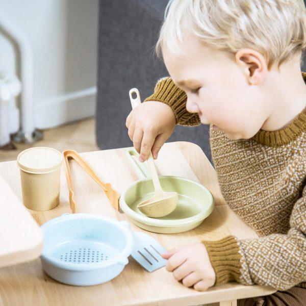 Kinder-Kochgeschirr aus Bio-Kunststoff von Dantoy