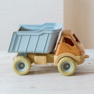 Bio Lastwagen aus Bio-Kunststoff von Dantoy