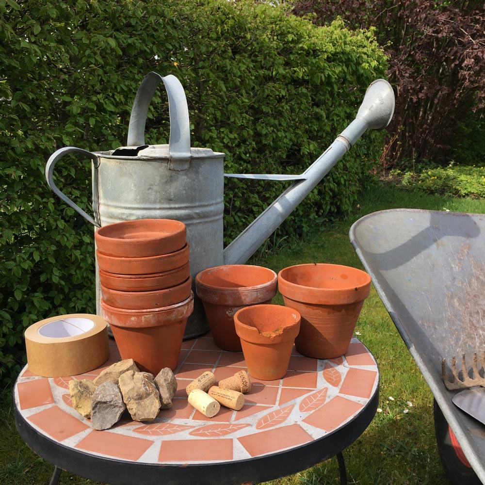 Nachhaltige Gartenbewässerung mit selbstgebauten Ollas