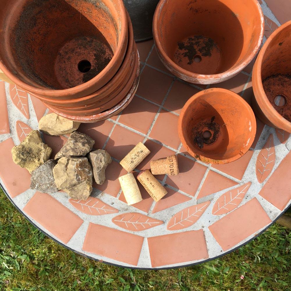 Tontöpfe, Korken und Steine für unsere Ollas