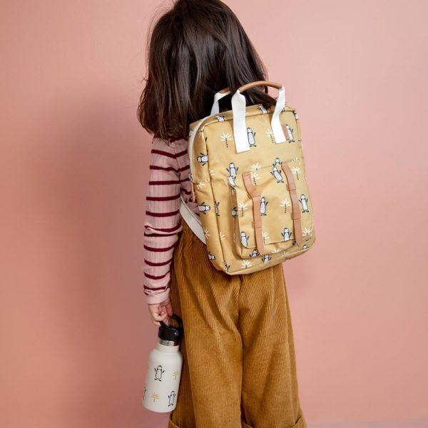 Der kleine Rucksack von der Firma Fresk ist praktisch für Schule und Kindergarten.