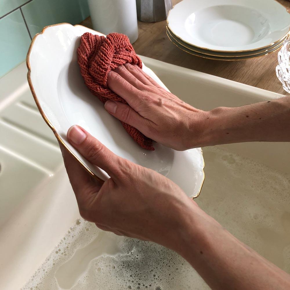 Nachhaltiger Abwasch mit selbstgestrickten Spültüchern