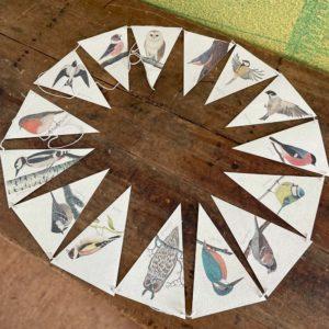 Wimpelkette I love birds aus Graspapier von Brigitte Baldrian